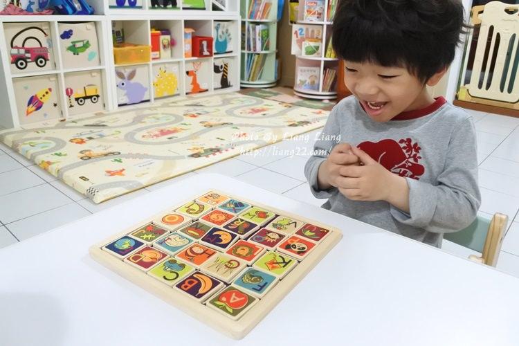 YOYO私物(4Y4M)♥美國 B.Toys 土撥鼠磁鐵板‧學習英文字母好好玩