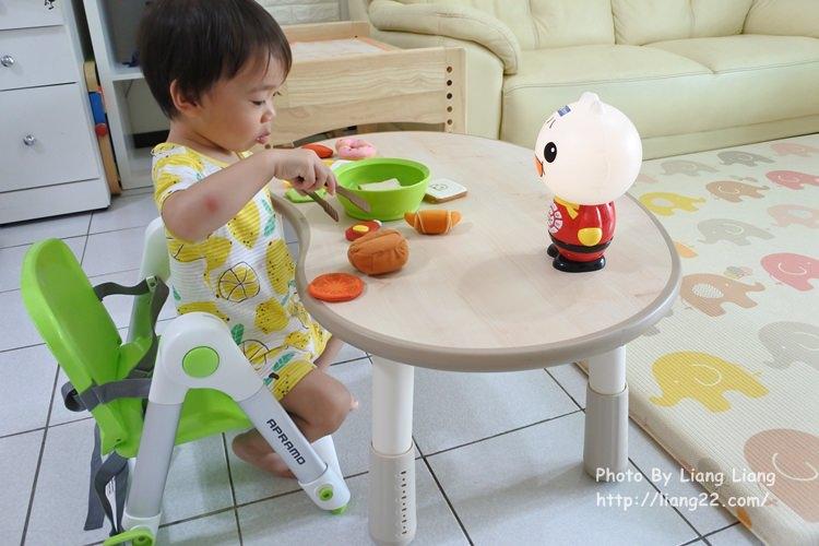 【育兒好物】英國 Apramo Flippa 多功能折疊式兒童餐椅‧好好用、超輕巧、收納攜帶很方便