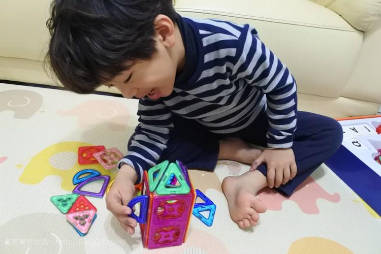 韓國Ginimag磁性建構片‧一玩就愛上,讓孩子天馬行空的發揮無限創意力~一個人玩很好玩,兩個人以上玩更好玩
