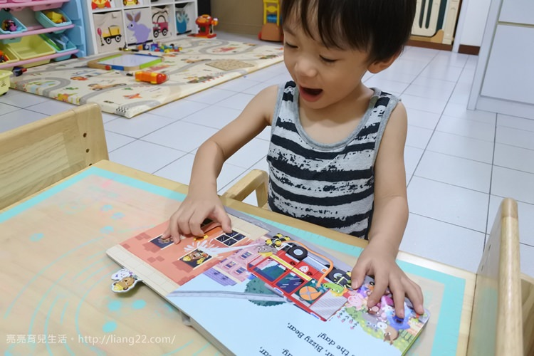Q比書單分享♥世界上最忙碌的超人氣小熊‧Bizzy Bear 拉拉書/翻翻書/操作書